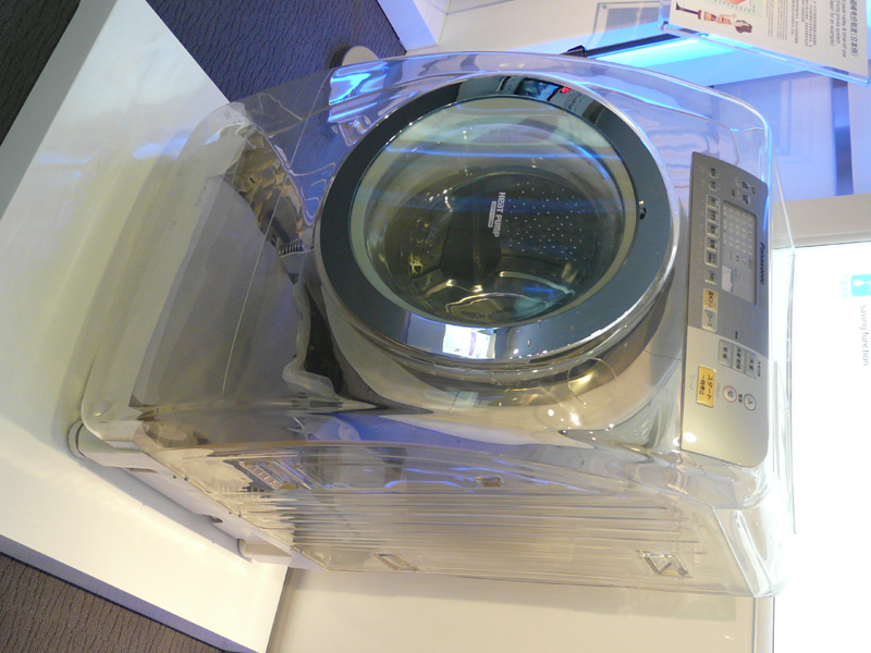 斜めドラム洗濯乾燥機もスケルトンモデルとして展示
