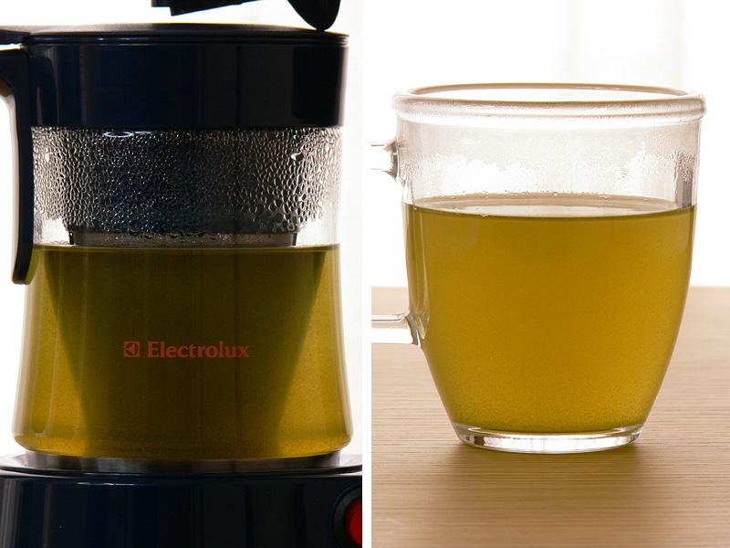 緑茶の場合は、450ccの水に対してメジャースプーン1杯でも十分おいしかった。ジャグの画像でもわかるとおり、フィルターいっぱいに葉が広がっているのがわかる
