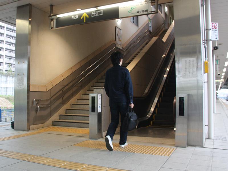 駅の階段では、エスカレーターを利用する人が多く、階段が閑散としていることが多いが<small>…</small><small>…</small>(イメージ写真)