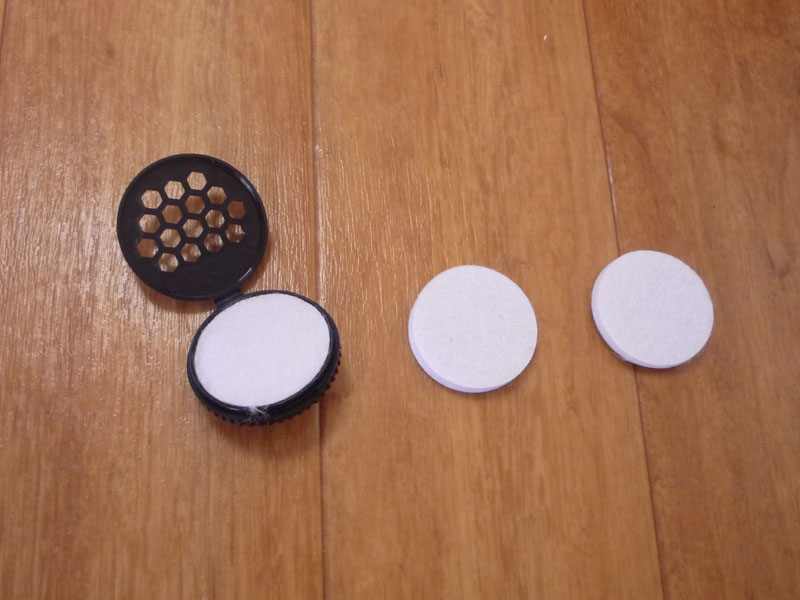 アロマケースとアロマパッドが付属する。アロマパッドは3つ付いてくるので、香りによって使い分けることも可能だ