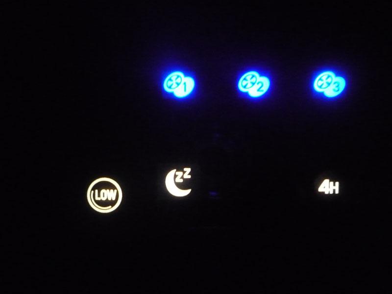 暗闇でも運転状況は確認できるが、操作ボタンは全く見えない