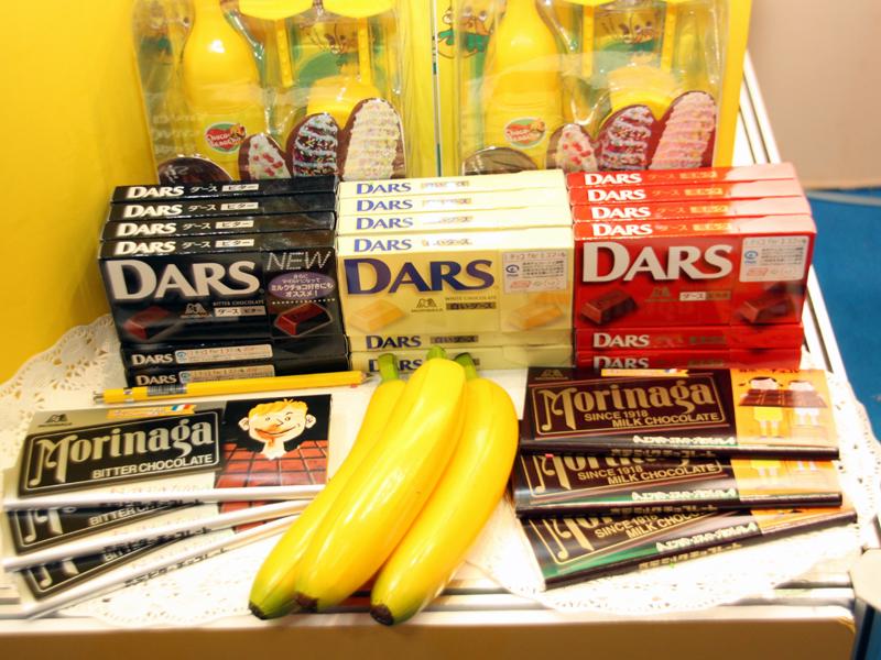 会場には森永製菓のチョコレートが並んでいた。ホワイトチョコなら白いチョコバナナが作れる