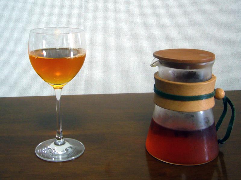 アールグレイ紅茶は、透明感のある琥珀色。香りもいい