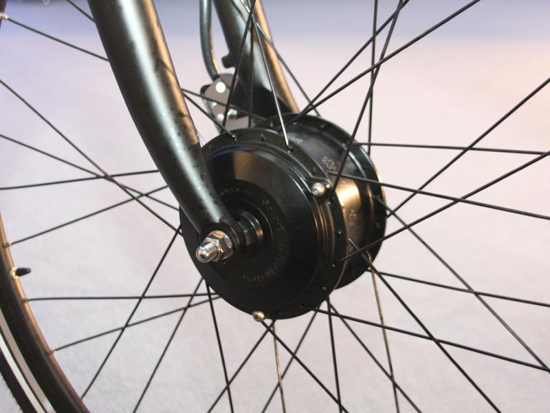 前輪に駆動部を設けることで、ペダルで動く後輪と合わせた「両輪駆動」が実現