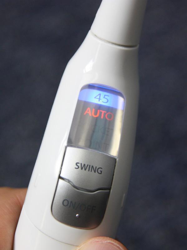 角度が45度になると、本体のモニター部に「45」の青いランプが点灯する「45度お知らせランプ」