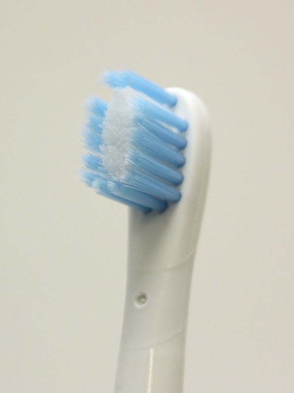 「極細マイルドブラシスリム」は、「トリプル~」と比べると柔らかく、歯茎にやさしい
