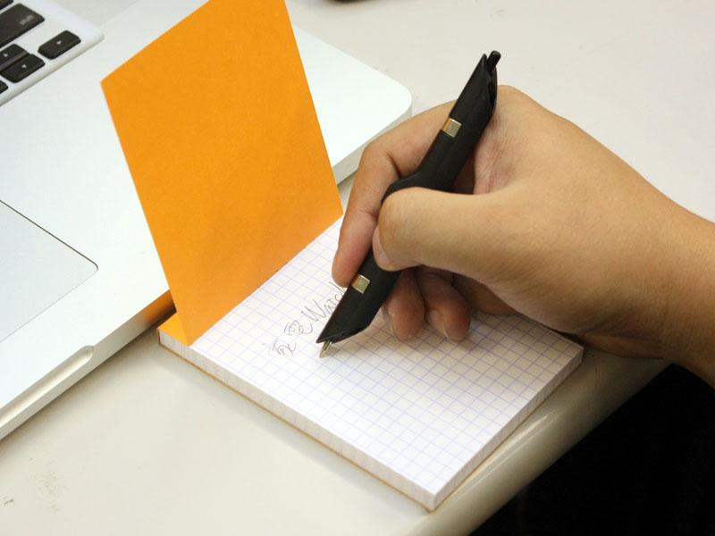 書き味は普通のペンには劣る