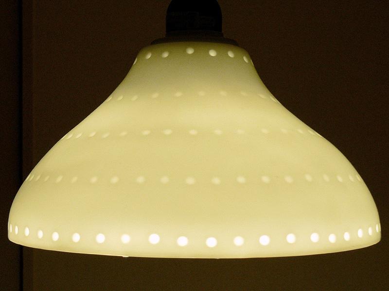 ●DL-L601L(LED電球 電球色)<br><br>黄色が強調された色味。対象物の色味を気にしない場所ならば良いが、厳しい見方をするならば、食卓の灯りとしては、まだまだといったところか