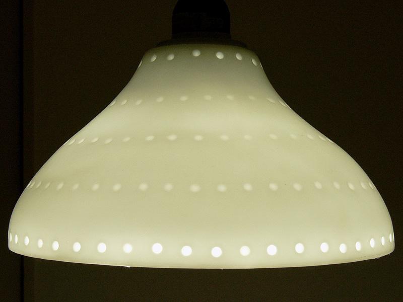 ●DL-L601N(LED電球 昼白色)<br><br>肉眼ではニュートラルな白色が得られた。昼白色蛍光灯とあわせても申し分のない光色が得られている