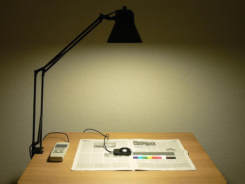 ●電球形蛍光灯・電球色:403lx