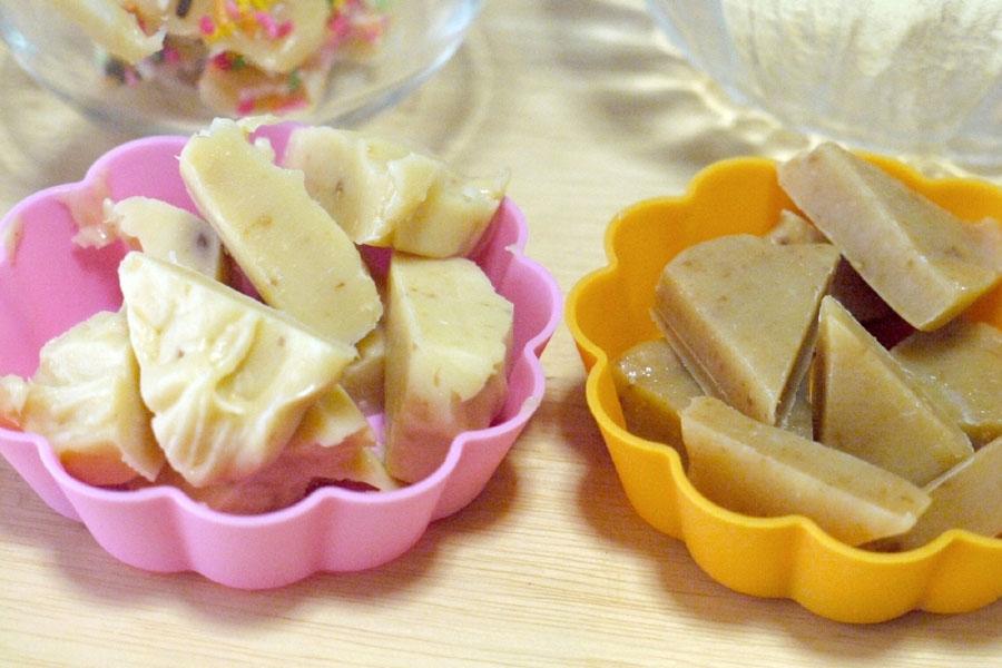 左の白いタイプはスジャータホイップに低脂肪乳を使用。右側は通常の生クリームに低脂肪乳を使用した