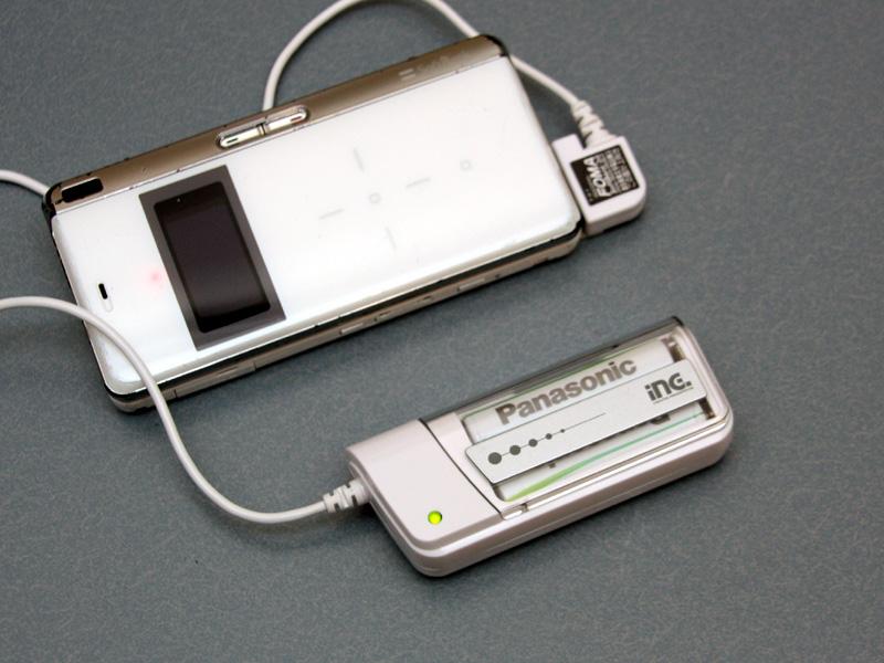いつの間にか電池容量がなくなっていることの多い、携帯電話の充電器に使用している