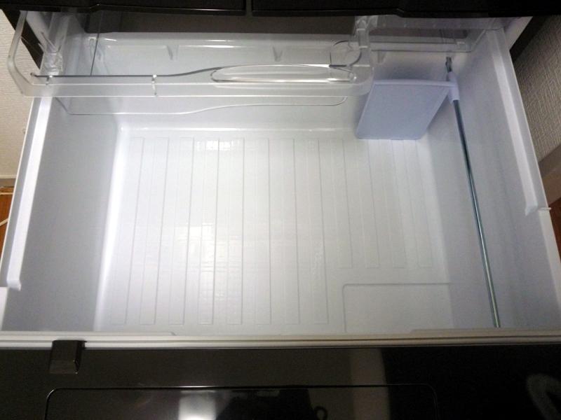 通常の冷凍を行なう冷凍室とは別に設けられている