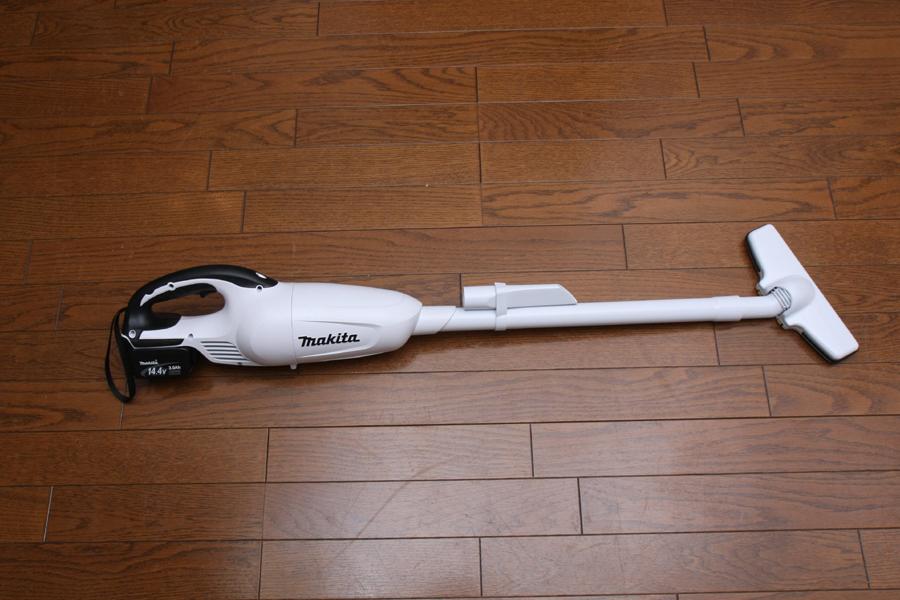 床掃除の標準状態。床用ヘッドを外せば、スポットの吸い込みも可能。