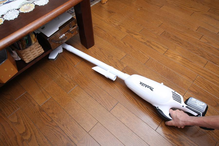 本体をここまで倒しても、床用ヘッドは床に密着した状態
