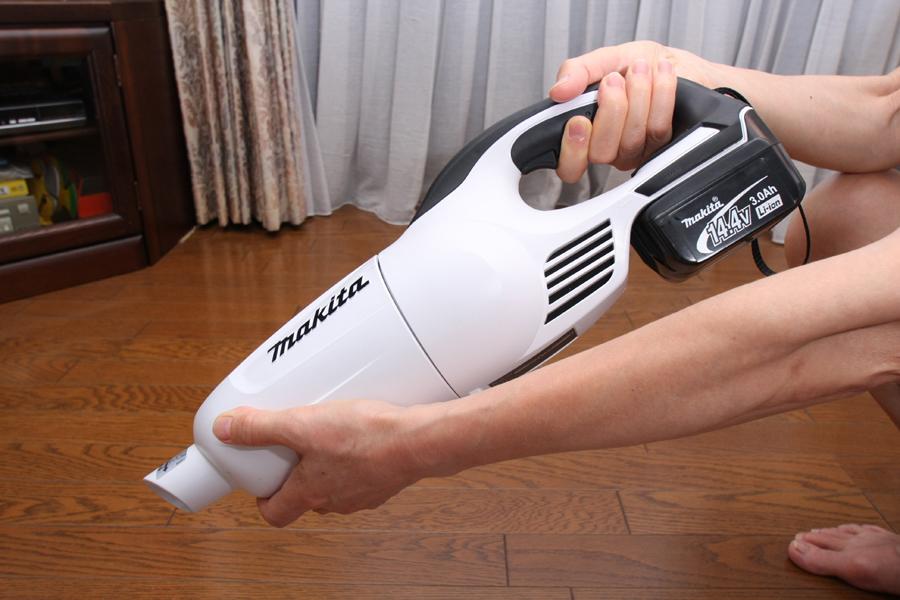 先端部分をクルリと45度回転させると、集塵室を分離できる