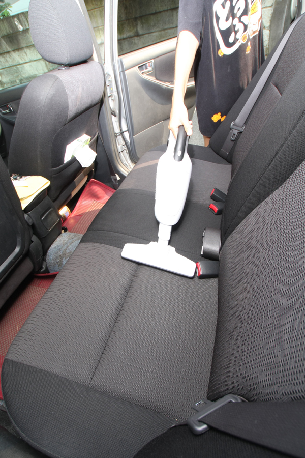 シートの掃除からダッシュボード、コンソールまでノズルを替えてさまざまな場所に対応できる