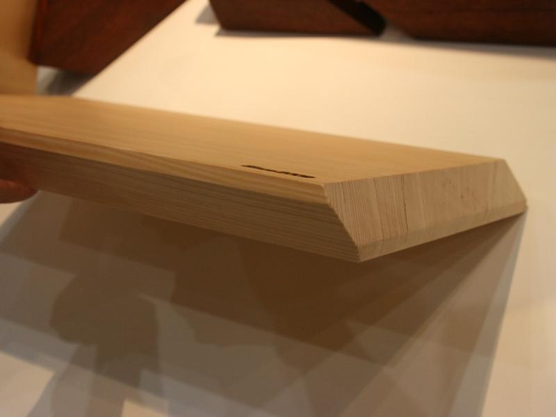 側面は全て斜めにカットされていて、直角となる部分がない