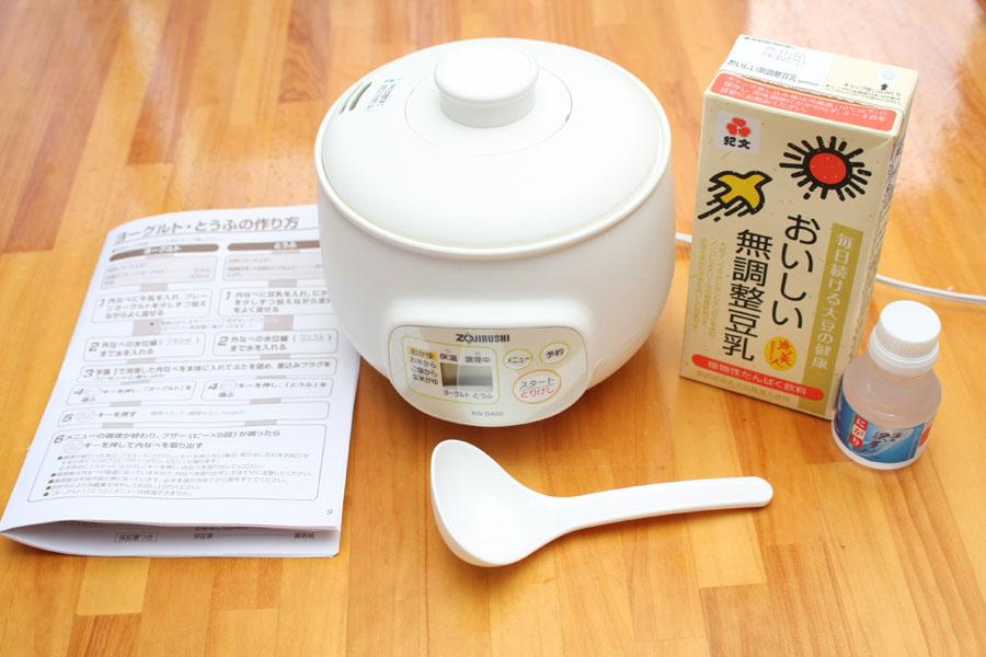 1Lの豆乳パックなら7丁ほど作れる。にがりは7丁作っても半分以上余る。また必ず「無調整」の豆乳を使うこと。加工品は豆腐にならない場合がある。