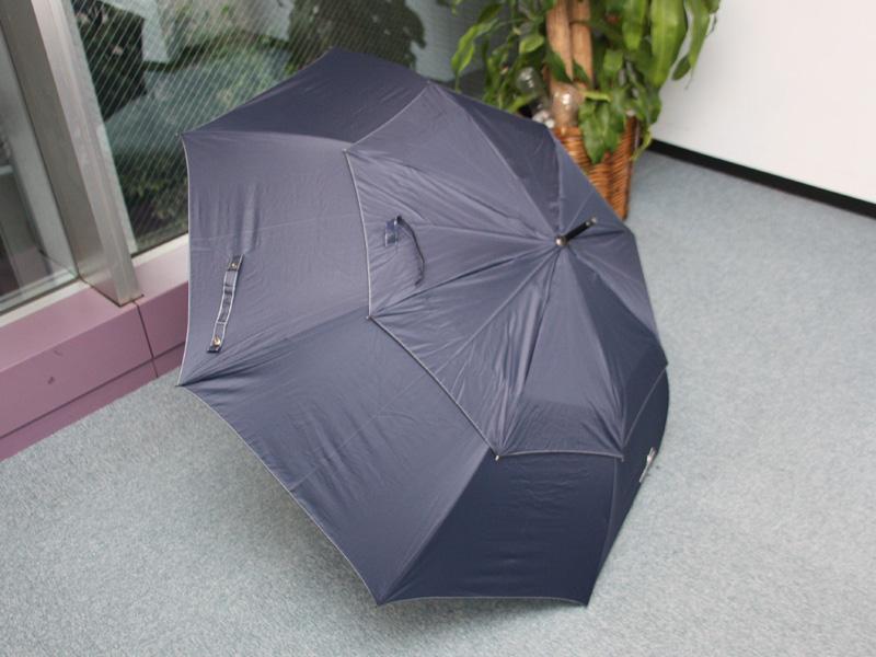 傘の上に傘が付いているような二重構造が特徴