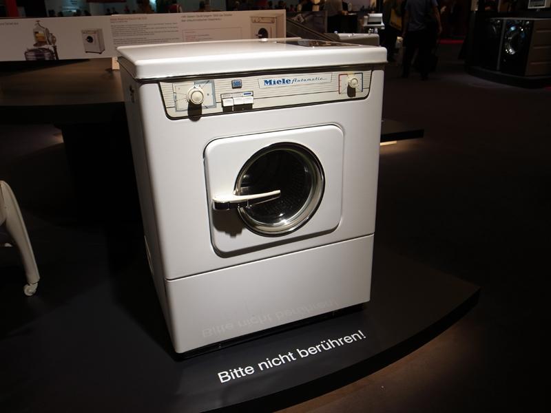 1958発売の洗濯機。この頃、今のドラム式の原型が完成された
