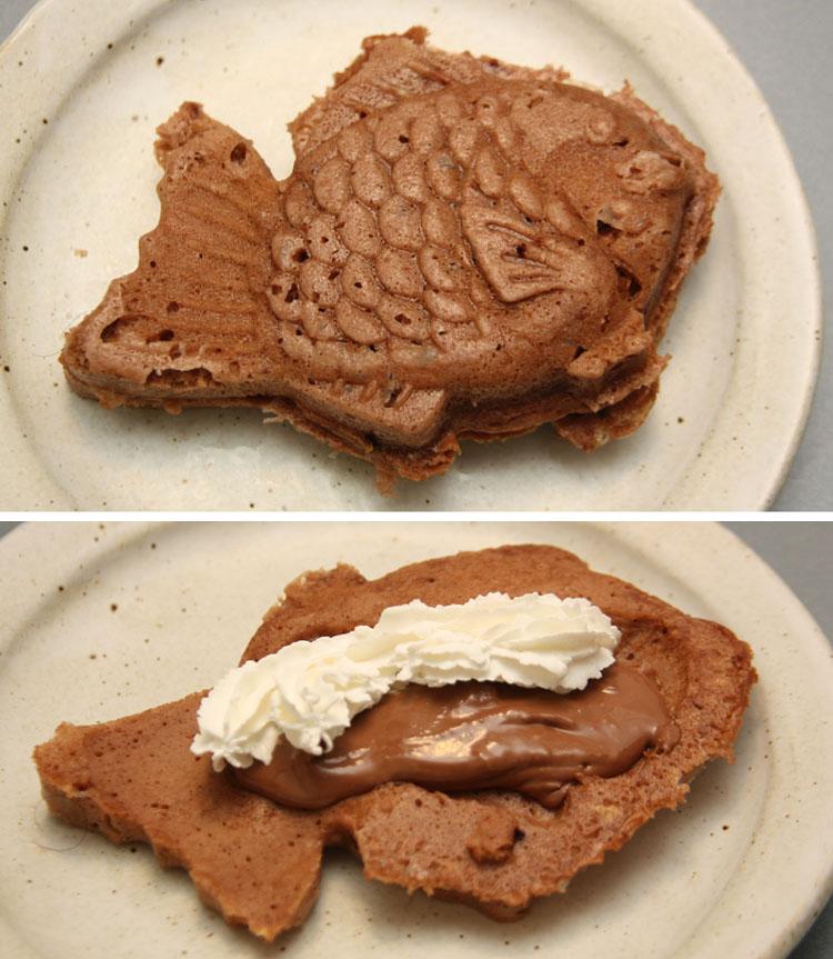 生地にココアパウダーを混ぜて、「ココアたいやき」のできあがり。チョコレートとホイップクリームとの相性は抜群