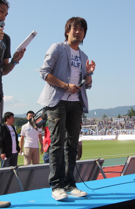 元Jリーガーで、ガンバ大阪OBの小島宏美さんも登場。「(クラブワールドカップに参戦するなど)世界を相手にしてきたガンバが今度は世界記録に挑戦するということですが、僕は世界に挑戦したことないですけど……」と会場を笑わせた一方、「こうして参加できるのは嬉しいです。がんばっていきましょう」と参加者を鼓舞