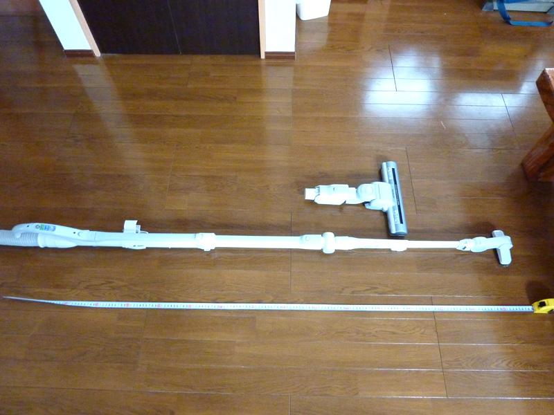通常状態(100cm)、本体のパイプを伸ばした状態(130cm)、「ワイド曲が~るロング吸口」をフルに延長すると、その長さは160cm