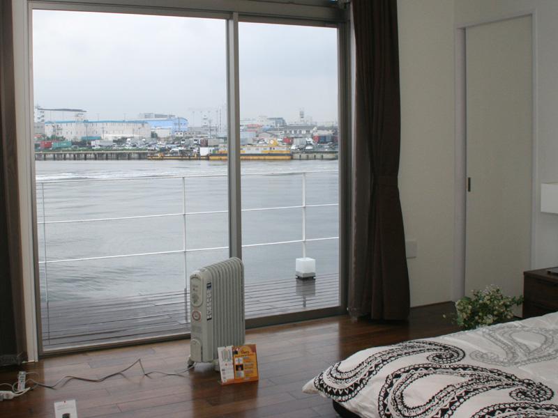 オイルヒーターは窓際に置くとより効果が実感しやすいという