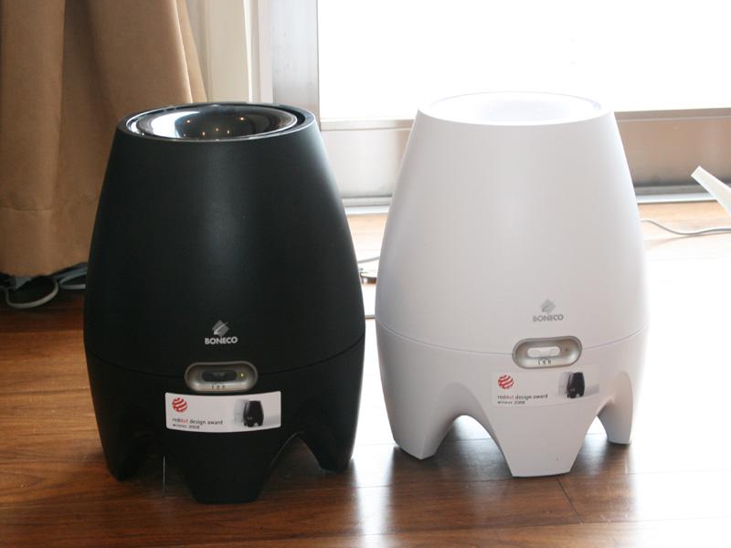 「ボネコ 気化式加湿器E2442」。左からブラック、ホワイト。希望小売価格は29,800円