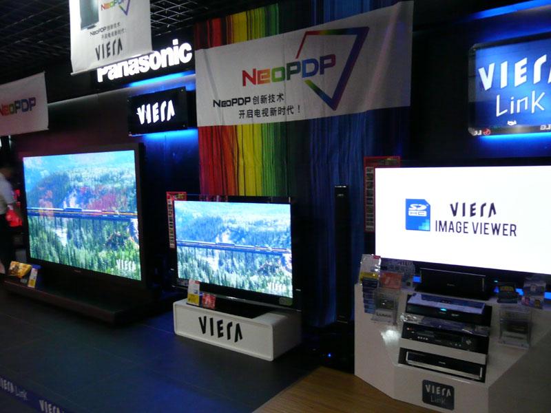 中国量販店に展示されているVIERAシリーズ。新興国においてもVIERAブランドで展開している