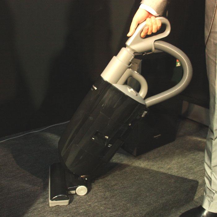 使用中のようす。未使用時は部屋に立て掛けられるので、使いたいときにすぐ使えるというメリットがある