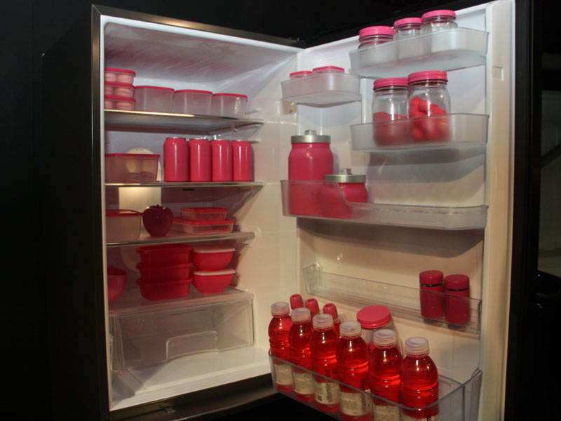 冷蔵庫内部のようす。冷蔵室の容量は216L。野菜室は83Lで、冷蔵室は66L。年間消費電力量は11月2日現在、明らかにされていない