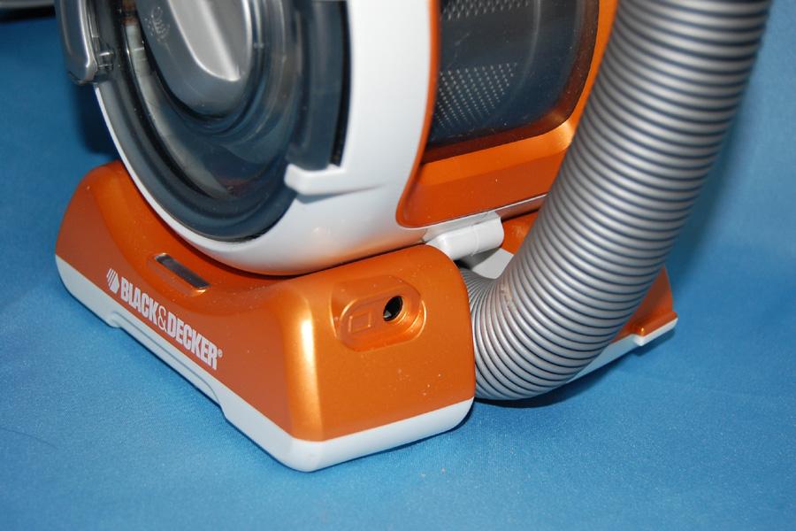 台座部分が充電池となっており、付属のACアダプタで充電することで連続12分の稼働が可能
