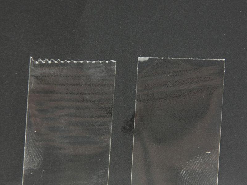 左が一般的なテープカッターで切ったもの。右が直線美で切ったもの