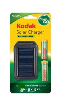 「Kodak ソーラーチャージャー KS100-C」のパッケージ。ニッケル水素電池2本が付属する