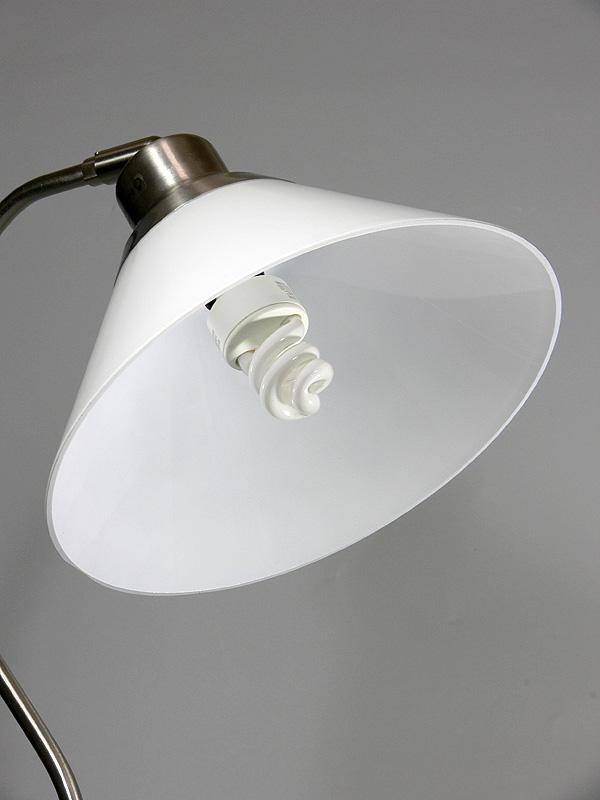 <b>【電球形蛍光灯:40W</b><b>タイプ</b><b>】</b><br>消灯時、スパイラル状の蛍光灯は電球が丸見えになる器具だとかなり目立つかもしれない