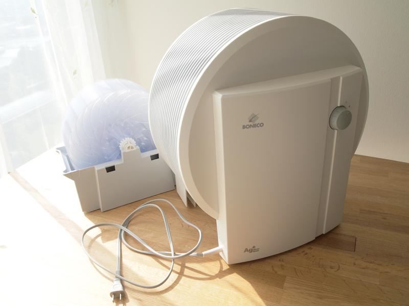 本体はディスクユニットがセットされた水槽にかぶせてあるだけで固定はされていません