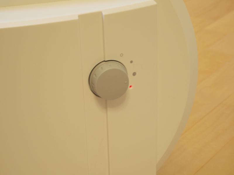 タンクと水槽に水がなくなると、ランプは赤の点灯に変わります