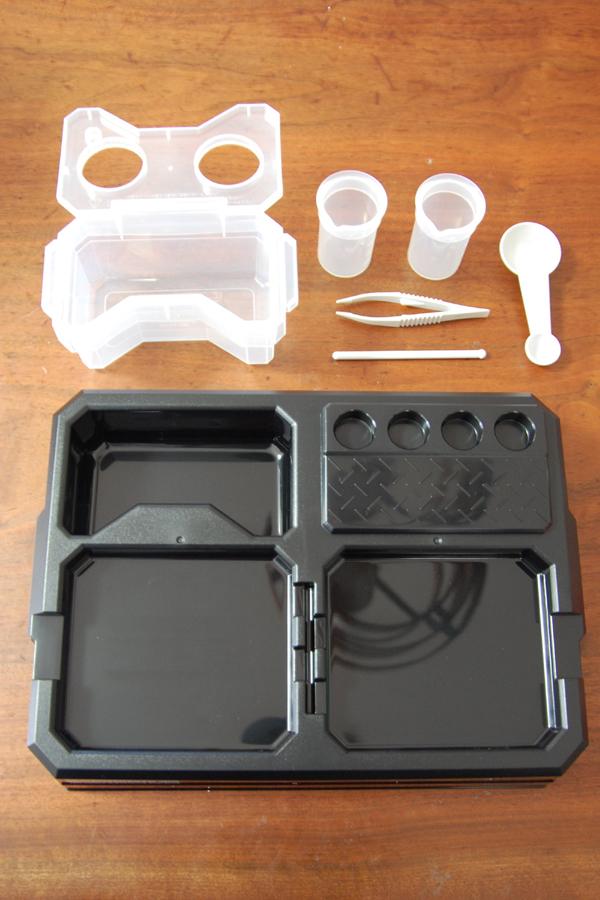 マザーセンター(台座)、ビーカー、ピンセット、計量スプーン、かくはん棒、湯せんプール。これがあれば他に道具は必要ない