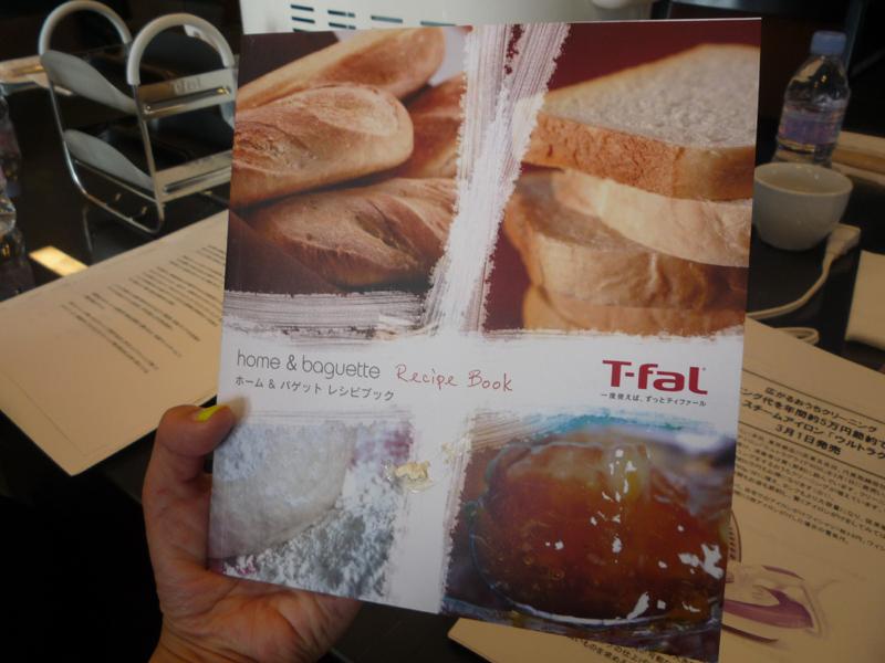 52種類のレシピが掲載されたレシピブックが付属する