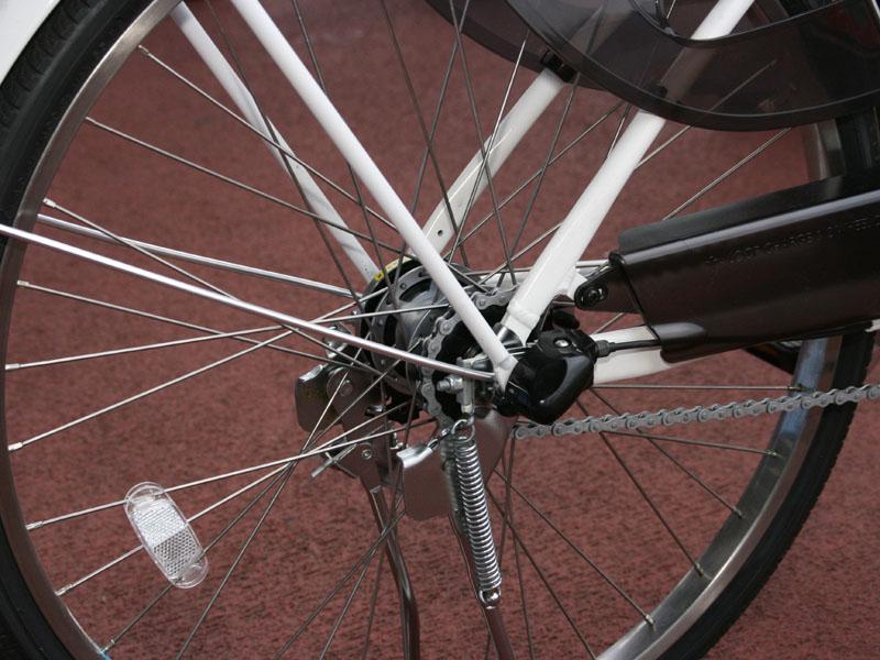 後輪は手動で駆動するため、普通の自転車と変わらない