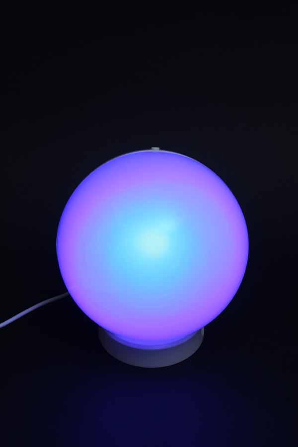 ライトボタンを押すと映像を表示せず、単なるベッドライトとしても使える