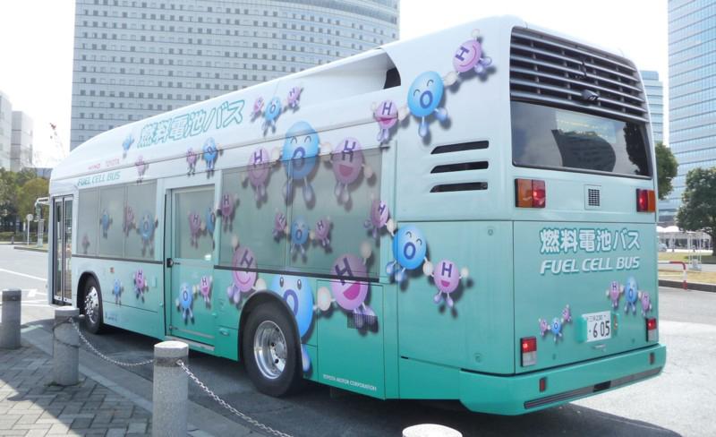 会場の東京ビッグサイトと最寄り駅である国際展示場駅(りんかい線)の間を、燃料電池バスが結んでいた