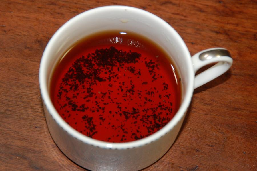 底に沈んだ茶葉の量がスゴイ……