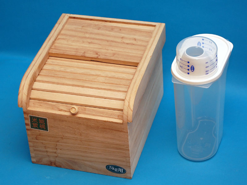 桐の米びつ(5kg入り)と「ライスポケット」同じ用途の製品とも思えない