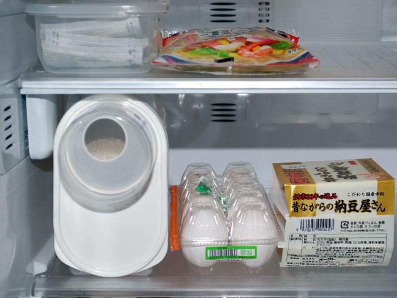 横にして冷蔵庫の棚に入れる。コンパクトで邪魔にならない