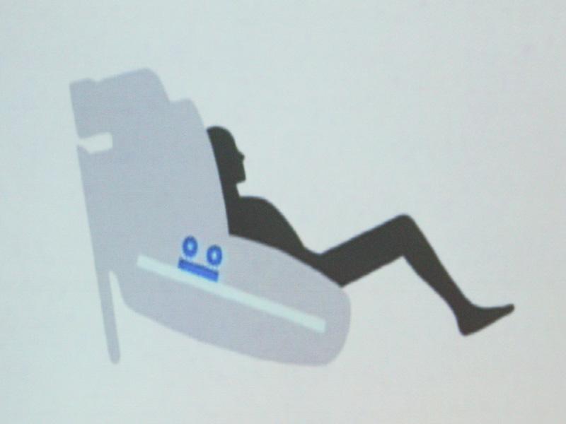 EP-MS40の特徴的なデザイン「ラウンドフォルム」は、これまでのマッサージチェアをひっくり返すことで出てきたアイディアという