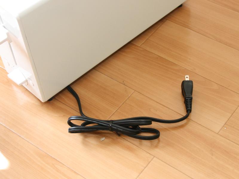 電源コードの長さは1.2m。やや短く感じた