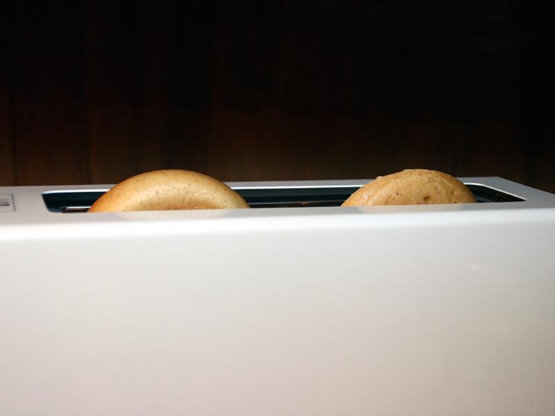 ベーグルのような変形のパンも厚ささえクリアできれば同じように焼ける